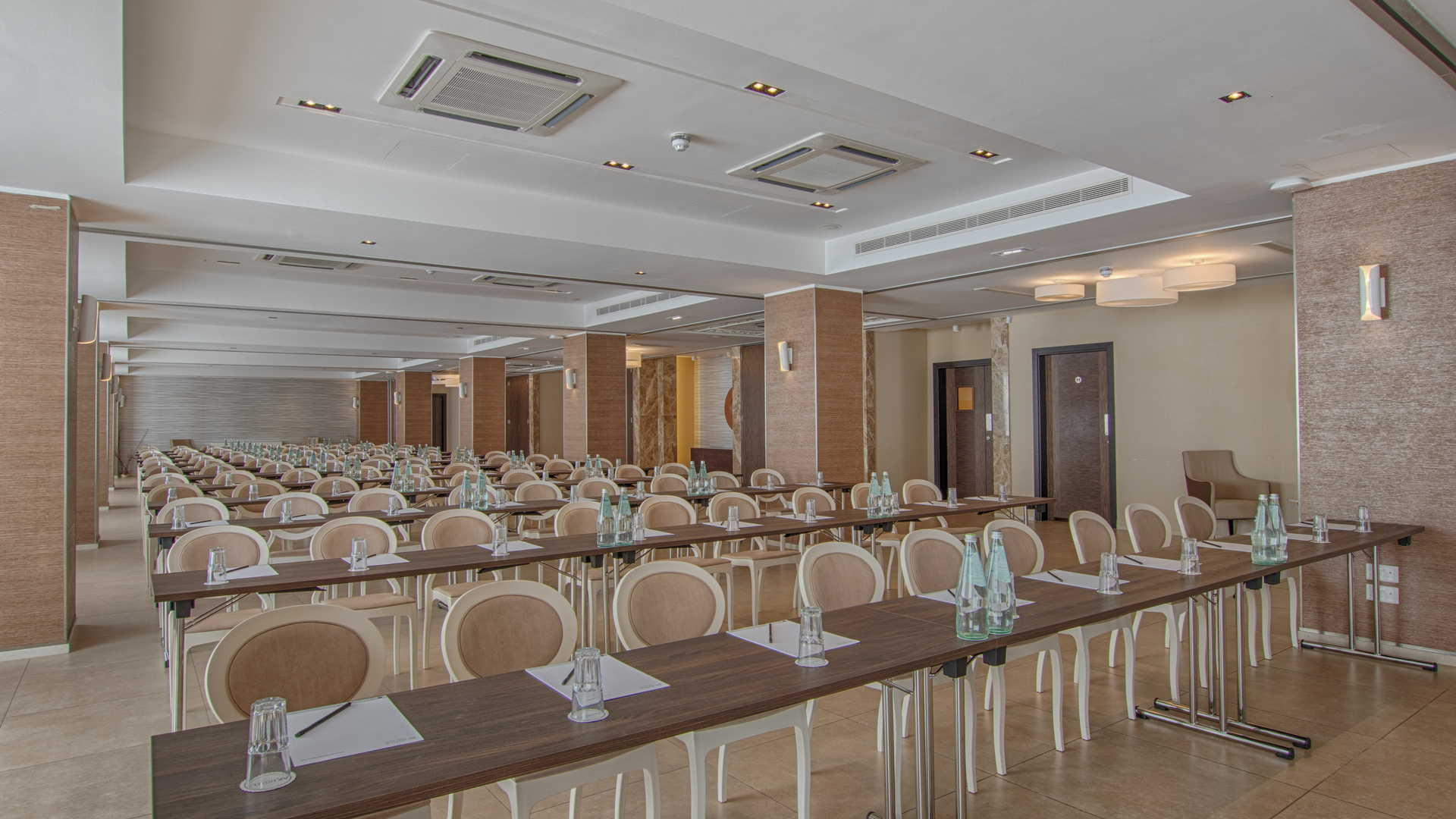 Luzzu Conferences & Meetings - Conference Hall Classroom Style